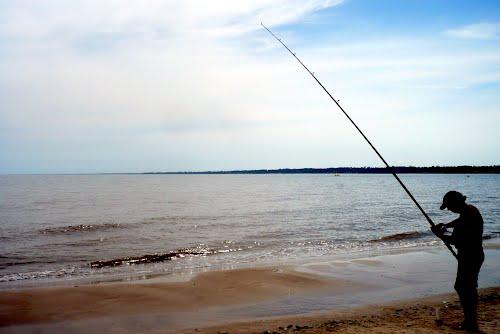 Pescar en playas uruguayas