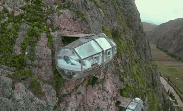 Quién se atreve a dormir en un hotel colgado sobre un abismo de 400 metros de altura? Playas del mundo